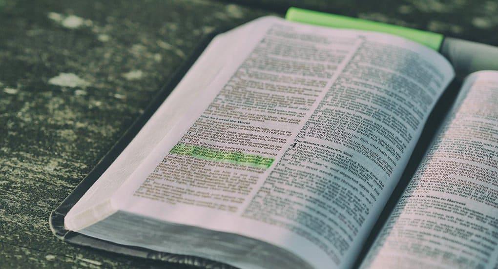 Суд во Владивостоке отменил решение о сожжении тиража Библий