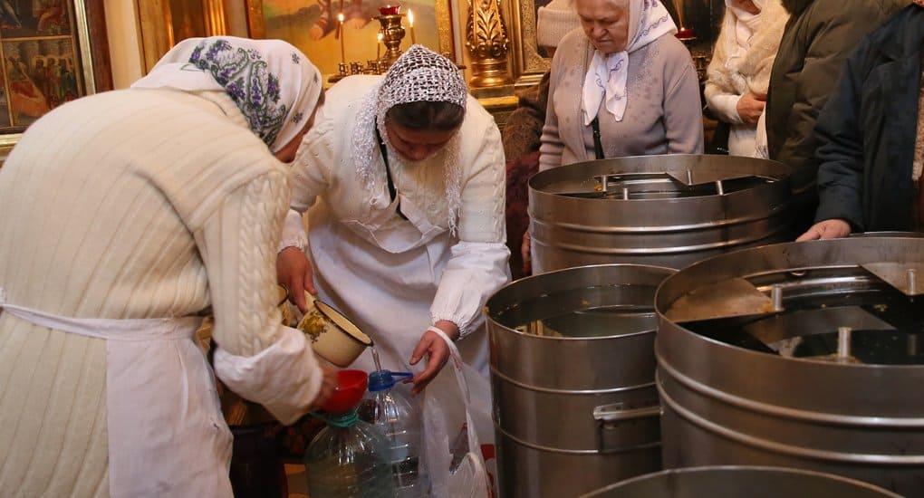 Кто может разливать святую воду?
