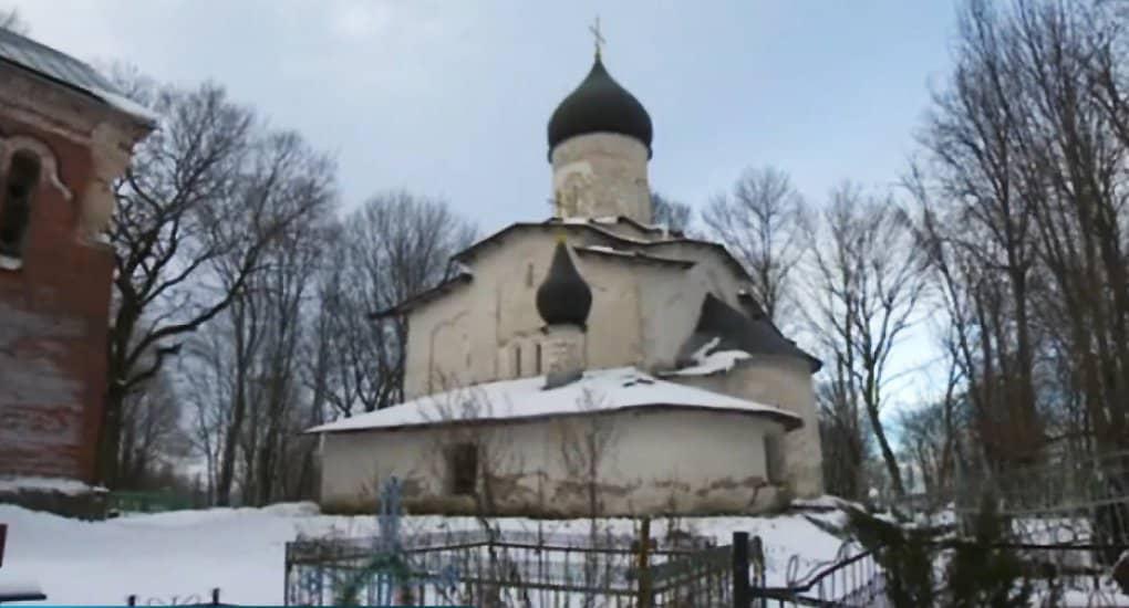В псковском селе разрушается церковь XV века с уникальными фресками