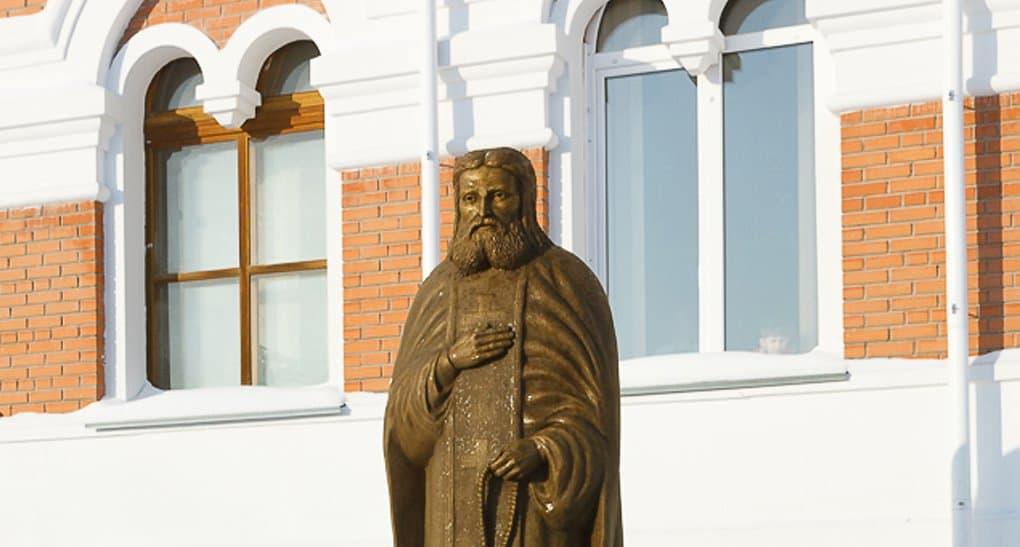 В Бердске установили памятник святому Серафиму Саровскому