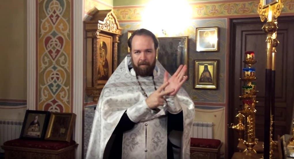 Священник из Красноярска создал канал на YouTube для слабослышащих