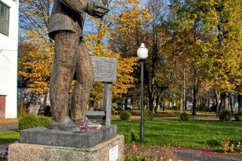 Памятник Учителю. Фото: llorein, Яндекс-фотки.