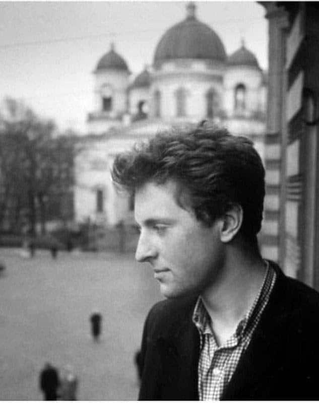 Иосиф Бродский (портрет у окна с видом на Спасо-Преображенский собор). 1956 г.