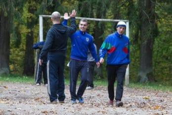 Ребята только что забили мяч. Фото Юлии Маковейчук