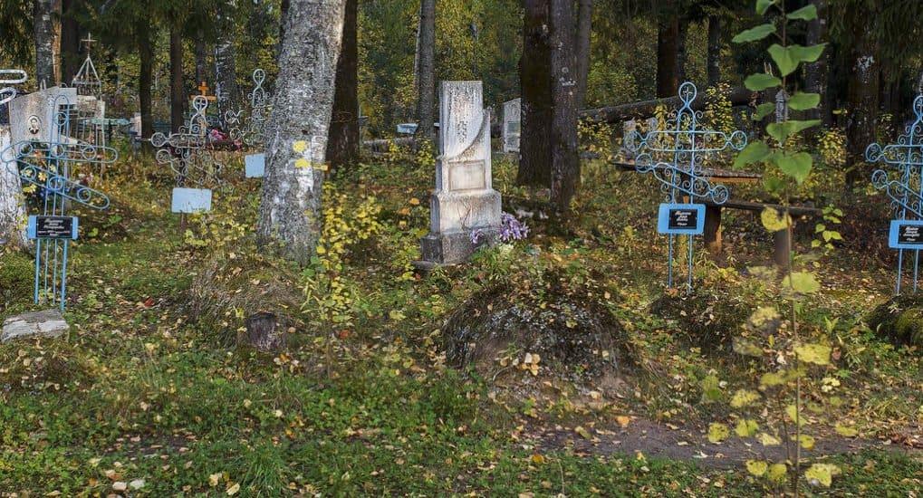 Можно ли ходить на кладбище к мужу до 40 дней?
