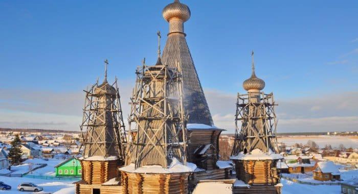 Возобновилась реставрация единственной в России деревянной пятишатровой церкви