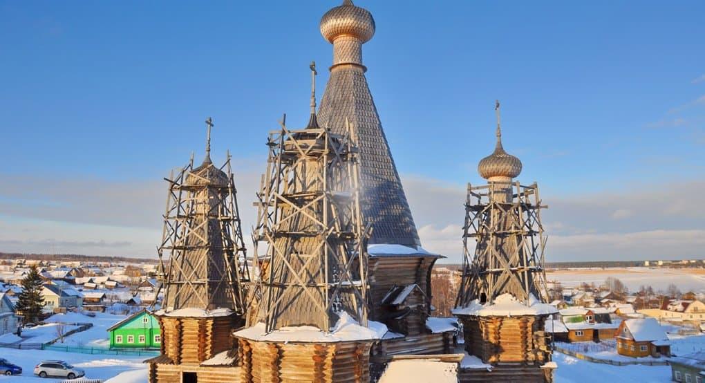 Единственный деревянный храм с пятью шатрами сохранился в архангельском селе