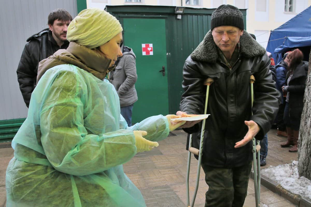 Как помогать нуждающимся, чтобы не разочароваться? Советы экспертов в сфере благотворительности