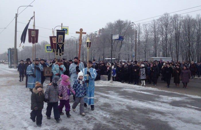 Свыше тысячи петербуржцев прошли крестным ходом за трезвость