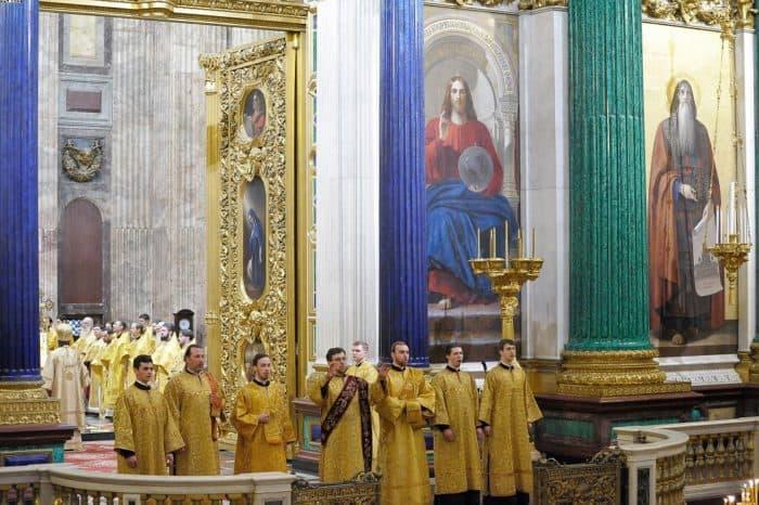 Крестный ход у Исаакиевского собора: как это было