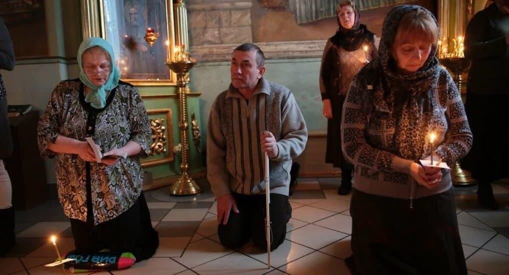 Читается ли молитва Ефрема Сирина в воскресные дни на службе в Великий пост?