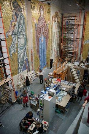 Российские мастера создали уникальные мозаики для собора в Белграде