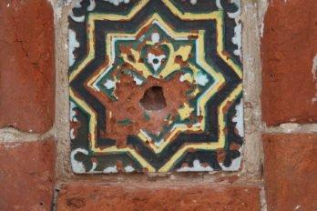 Горицы. Изразец храма Рождества Богородицы