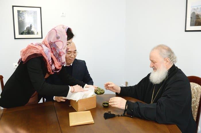 Пара из Кореи специально приехала в Москву, чтобы увидеть патриарха