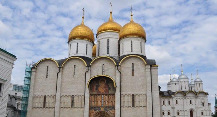 Новые участки росписи XV века обнаружили в Успенском соборе Московского Кремля