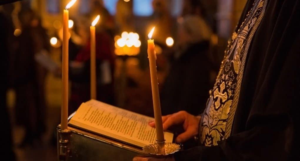 Во всех храмах Мурманской митрополии молятся о погибших российских подводниках