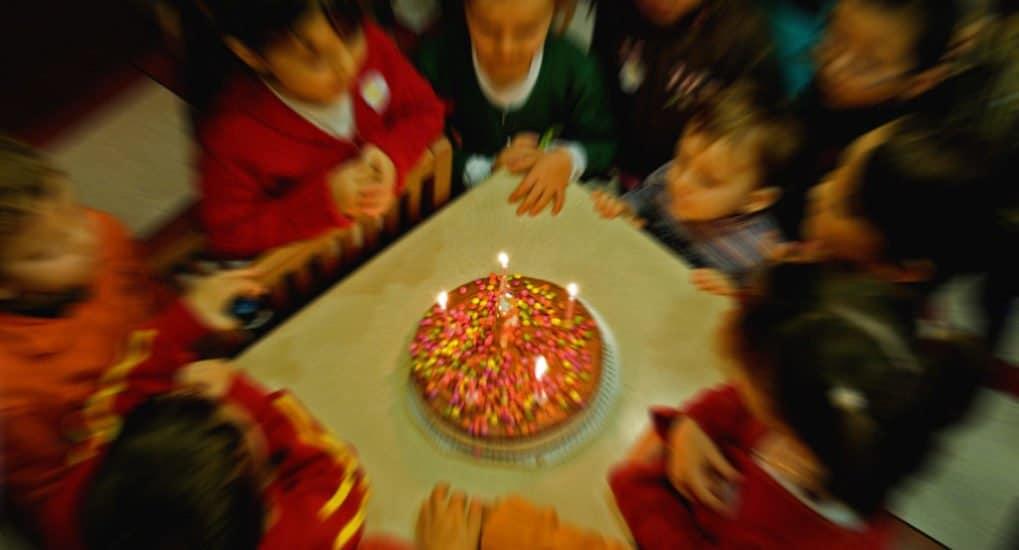 Можно ли праздновать день рождения в Пасху и краситься на Светлой?
