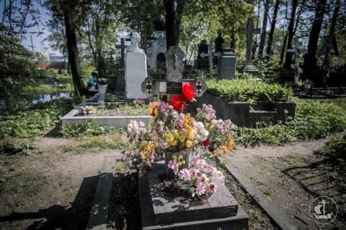 11 вопросов о поминовении усопших. Что важнее: воскресший Христос или покойники?