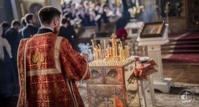 На 40-й день после трагедии в Кемерово во всех храмах молятся о ее жертвах