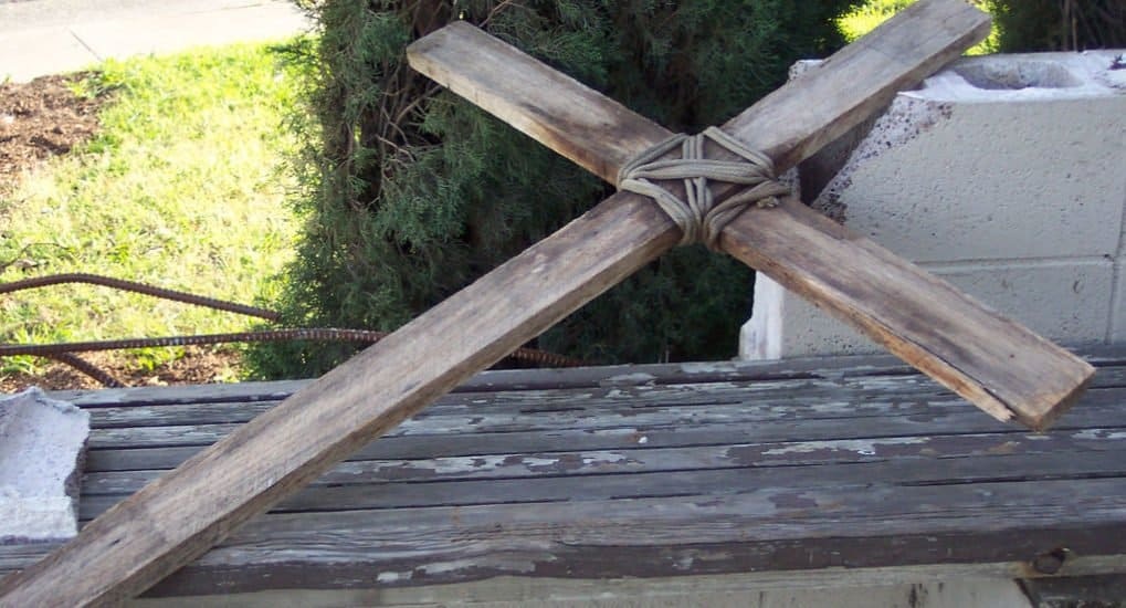 Можно самому сделать крест для кладбища?