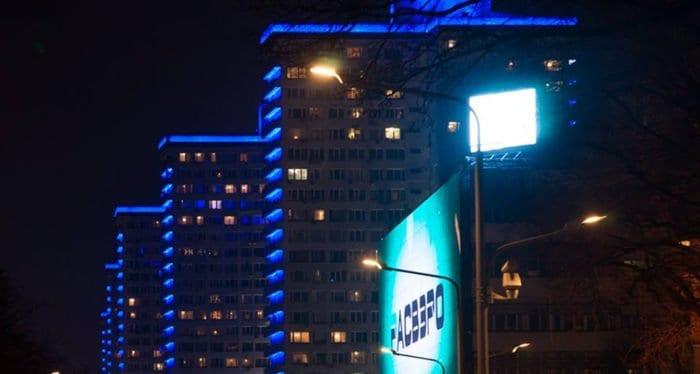 В поддержку аутистов центр Москвы подсветили синим