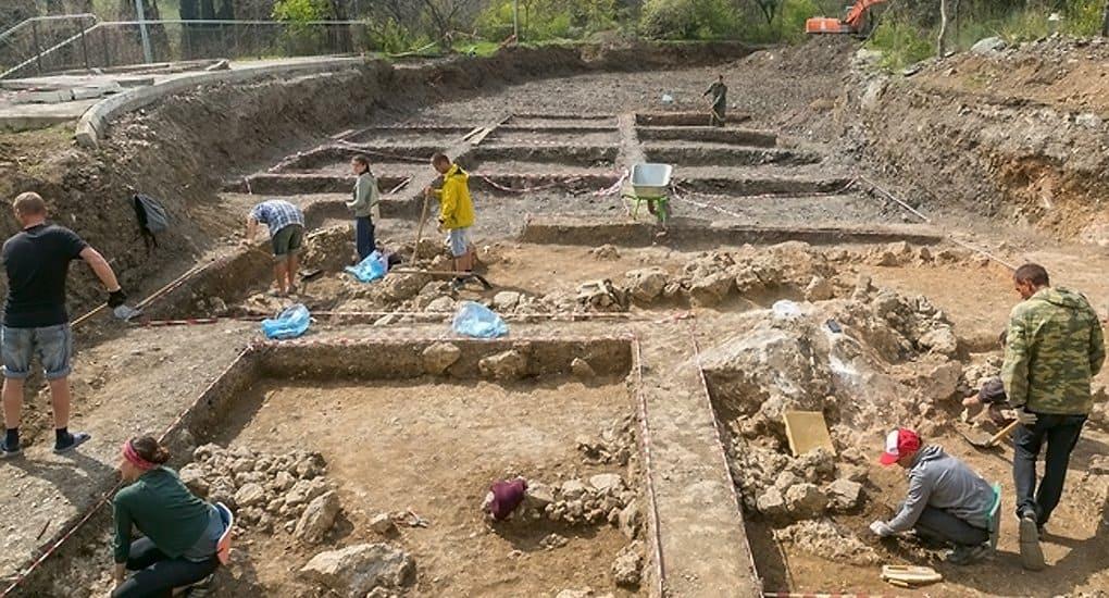 В «Артеке» нашли фундамент христианской базилики VI века