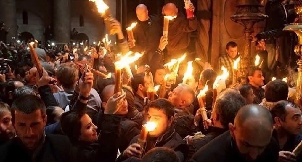 Православным США впервые привезли Благодатный огонь