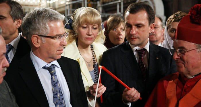 Русские приходы Британии впервые получат Благодатный огонь