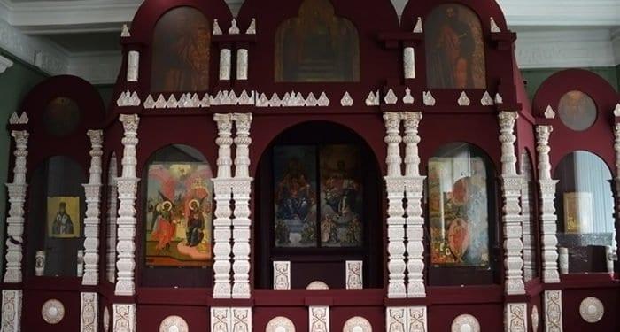 Уникальный фарфоровый иконостас XIX века представили в Иркутске