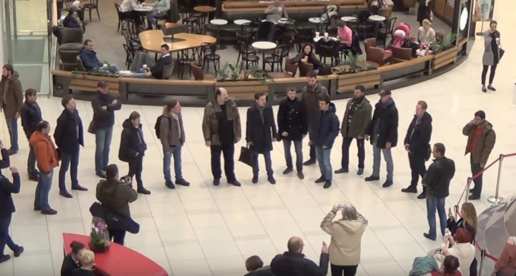 В крупнейшем торговом центре Москвы спели о наступающей Пасхе