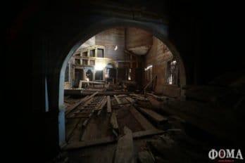 Внутри Знаменской церкви