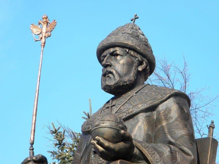 Памятникоснователю городу - царю Алексею Михайловичу_фото Инги Гондаревой