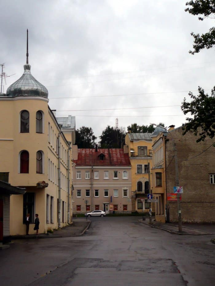 Lomonosov_backyard_Ghirla_вики