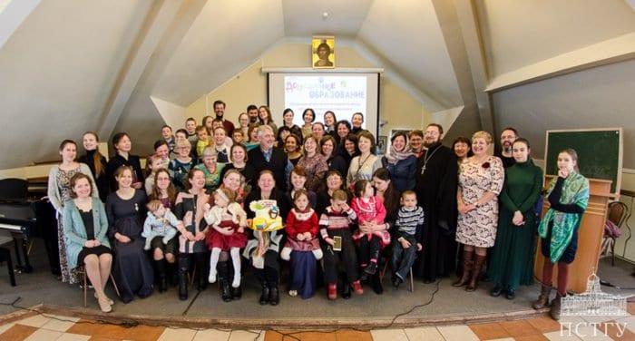 Многодетные мамы – воспитатели семейных садов получили дипломы ПСТГУ