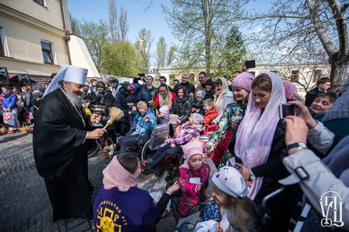 Митрополит Киевский Онуфрий поздравил с Пасхой детей-инвалидов