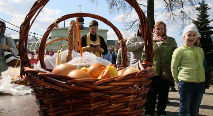 Накануне Пасхи у храма Христа Спасителя раздадут более 10 тысяч яиц