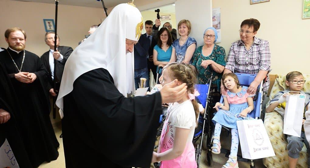 Патриарх Кирилл поздравил с Пасхой маленьких пациентов РДКБ