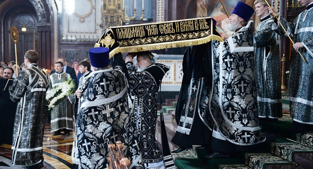 Патриарх Кирилл возглавил вынос Плащаницы в храме Христа Спасителя