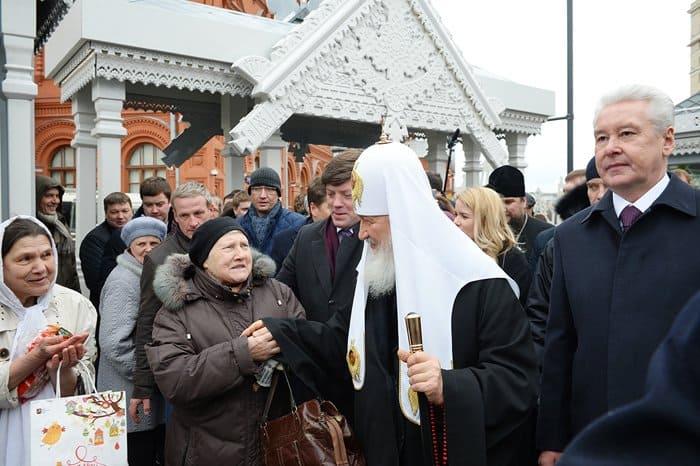 На «Пасхальном даре» патриарху Кириллу показали, как отливают колокола