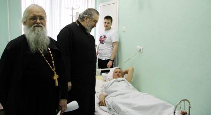 Священники навещают в больницах пострадавших от взрыва в Петербурге
