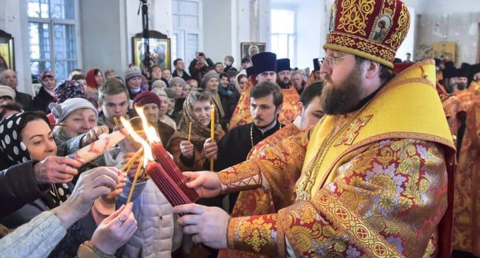 Благодатный огонь будет доступен верующим в России, а вот святыни Константинопольской Церкви, скорее всего, нет