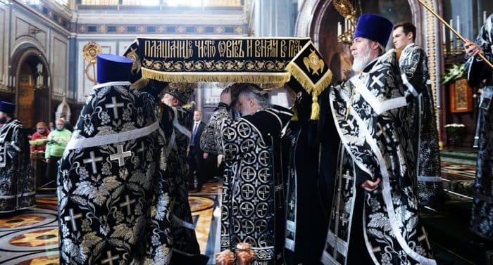 В Великую Пятницу 26 апреля 2019-го в храмах выносят Плащаницу