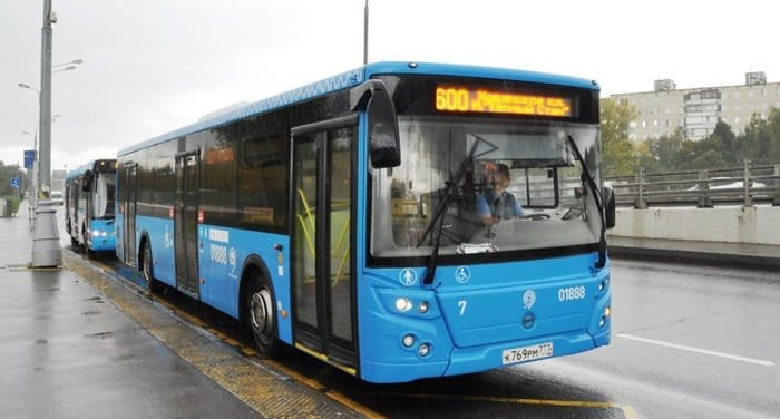 Более тысячи бесплатных автобусов пустят в Москве на пасхальные праздники