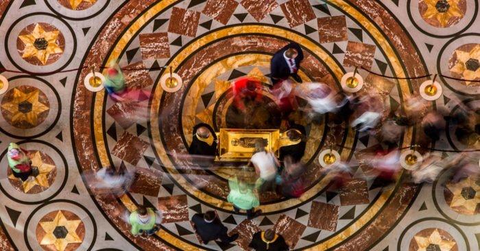 Поклонение мощам святителя Николая Чудотворца в храме Христа Спасителя