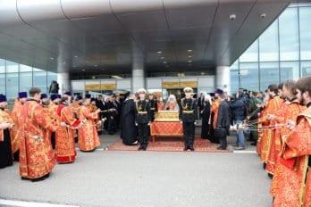 Встреча мощей святителя Николая в Москве в аэропорту