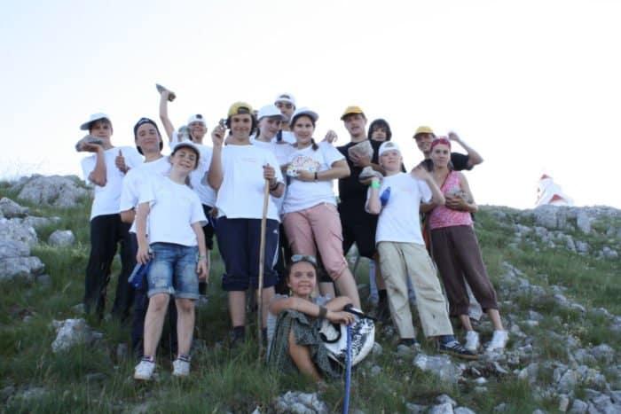 В летнем лагере без родителей