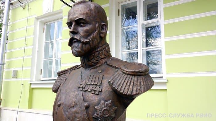 В Москве появилась аллея с бюстами правителей России