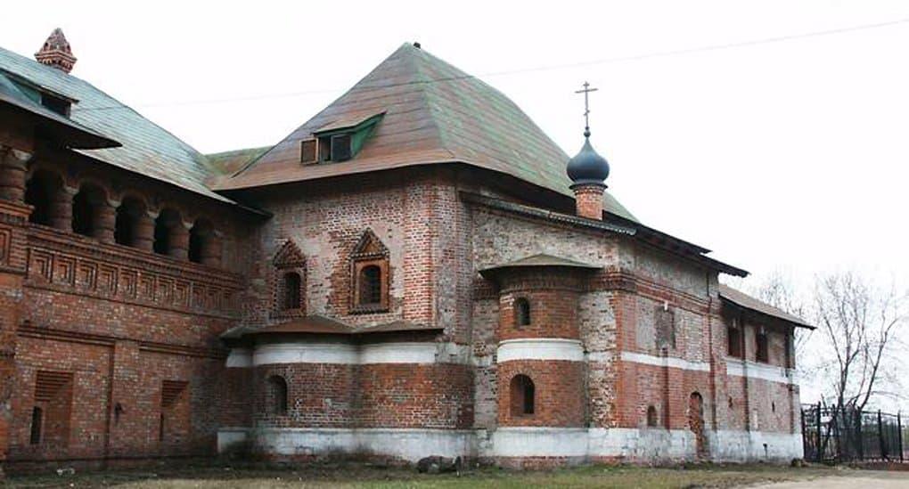 Храм на Крутицком подворье Москвы передали Церкви