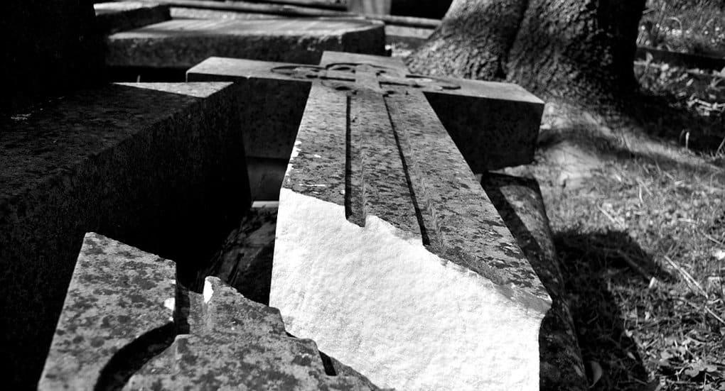 Уничтожение креста у Андроникова монастыря в Церкви назвали «дефицитом духовного воспитания»