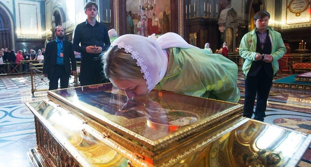 Паломников к мощам Николая Чудотворца просят не писать письма святому